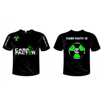 T-shirt con scritte verdi...